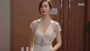 20-Hotel-King-Review-Lee-Da-Hae-Fashion-Episode-4